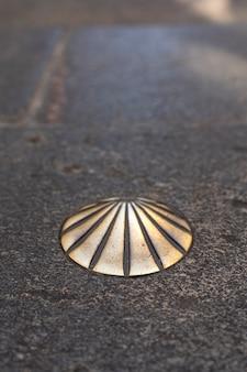 Schelp van santiago, symbool van het pad van siant james