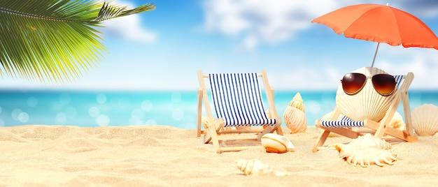 Schelpen met zonnebril op tropisch strand - zomervakantie.