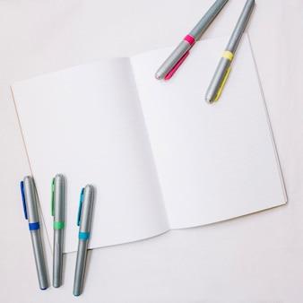 Schetsboek en markeringen
