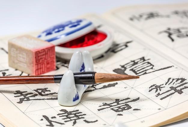 Schetsend script traditionele kalligrafie handschrift wit