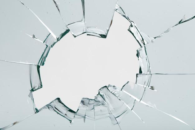 Scheuren op het glas op een witte achtergrond