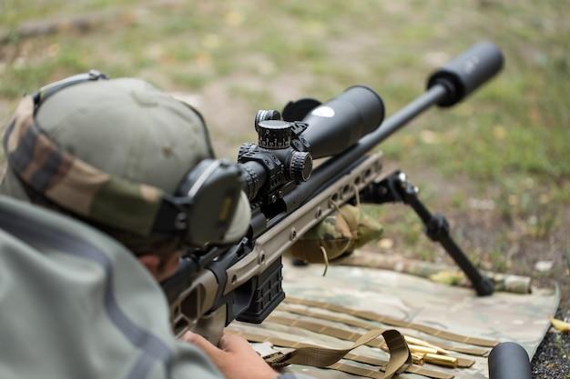 Schieten en wapentraining. buiten schietbaan