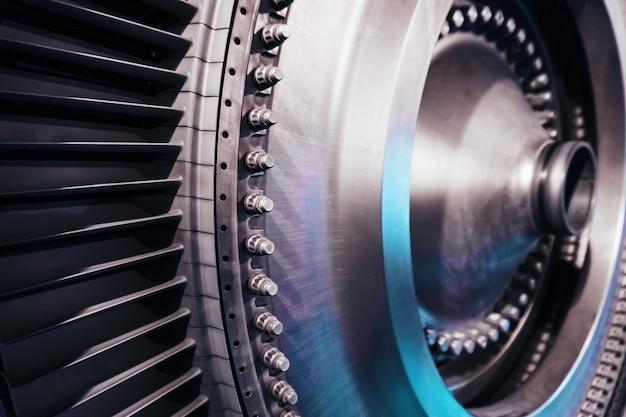 Schijven met bladen zijn een structureel element van een vliegtuigturbine en een energiecentrale met een turbolader. het concept van toekomstige schone energietechnologieën