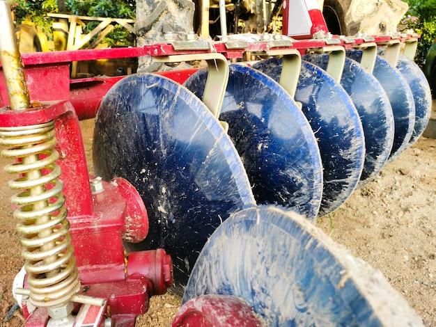 Schijveneggen voor tractor. landbouw concept