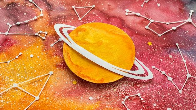 Schikking van creatieve papieren planeten