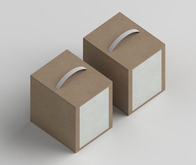 Schikking van kartonnen dozen met een hoge hoek