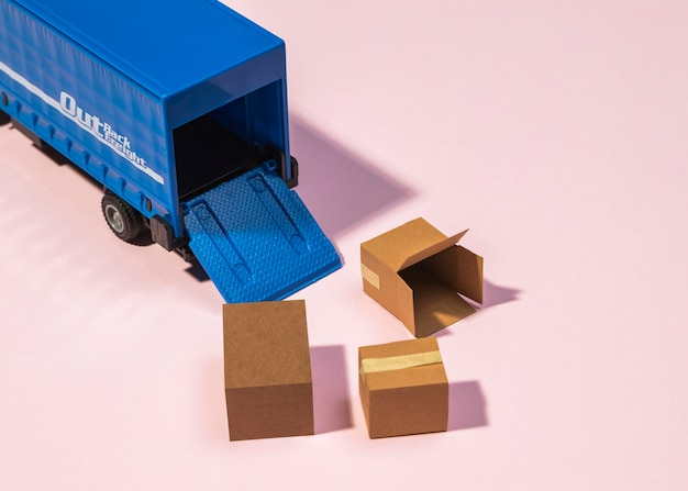 Schikking van vrachtwagen en boxen met hoge hoek