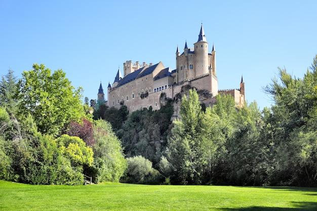 Schilderachtig uitzicht op het kasteel van segovia (alcazar), spanje