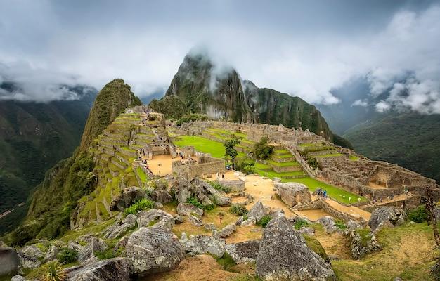 Schilderachtig uitzicht op machu picchu heilige vallei van inca. regio cuzco. peru. zuid-amerika
