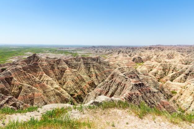 Schilderachtig uitzicht op rotsformaties op zonnige dag