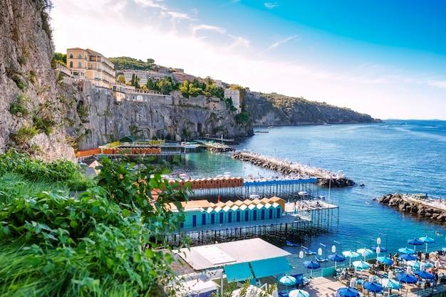 Schilderachtige landschappen van de golf van napels en sorrento, italië