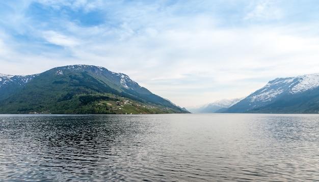Schilderachtige landschappen van de noorse fjorden.
