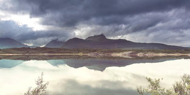 Schilderachtige landschappen van noord-noorwegen