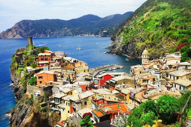 Schilderachtige ligurische kust van italië
