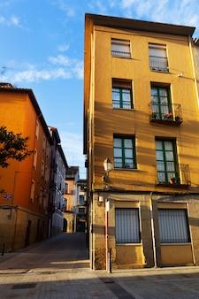 Schilderachtige straat in de oude stad. logrono