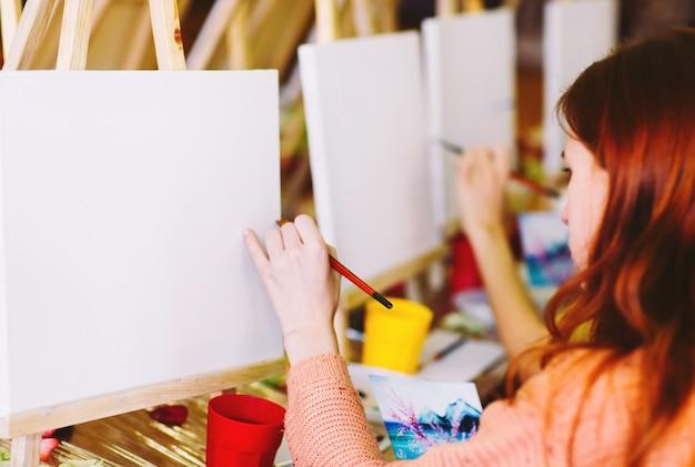Schilderen op de kunstacademie.