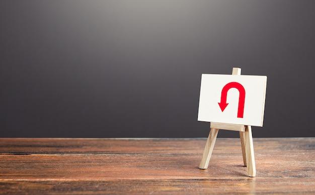Schildersezel met pijl die omkeert plan veranderen omstandigheden tactische terugtocht problemen vermijden