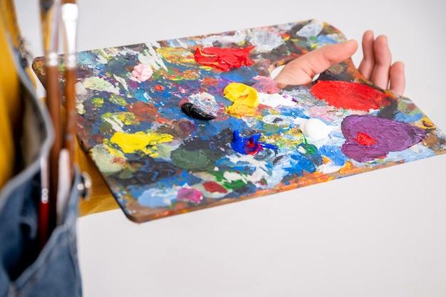 Schilderspalet gekleurd met veel kleuren
