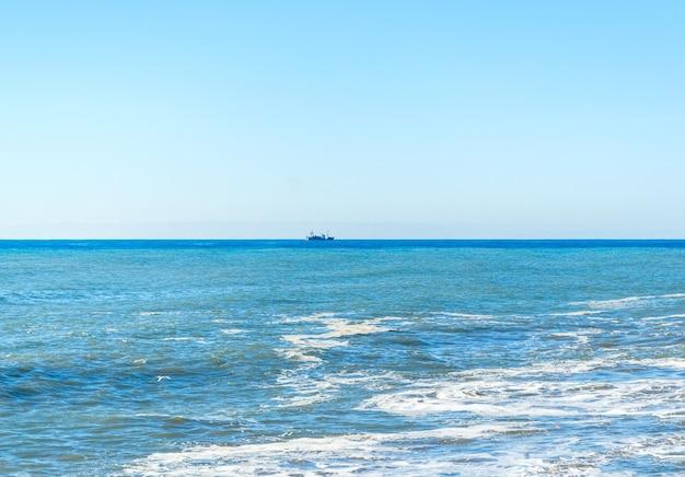 Schip dat in de middellandse zee, rusland vaart