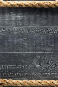 Schipkabel bij houten textuur als achtergrond