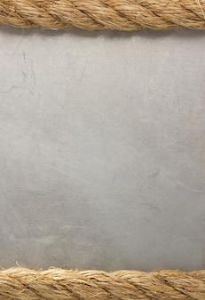Schipkabels op metaaltextuur als achtergrond