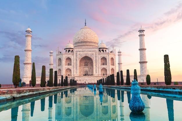 Schitterende taj mahal, symbool van india, agra, uttar pradesh.