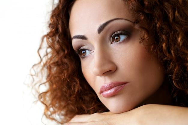 Schitterende vrouw met mooi gezicht