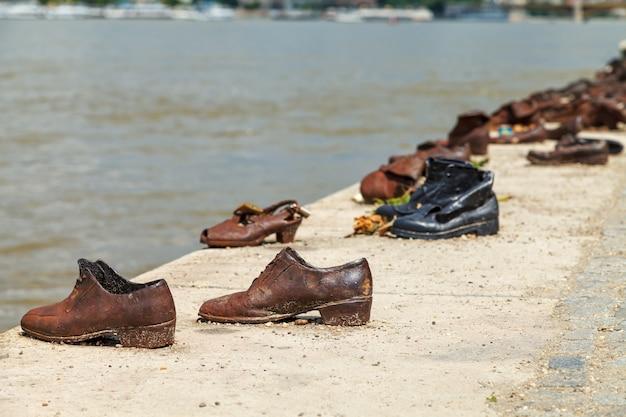 Schoenen aan de donau-oever - holocaust memorial