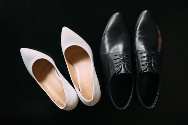 Schoenen van de bruid en bruidegom