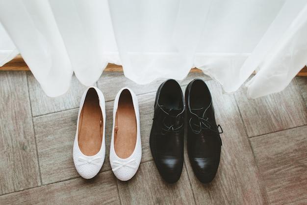 Schoenen van de bruidegom en de bruid