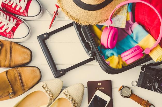 Schoenen voor dames en heren verschillende stijlen en reisaccessoires
