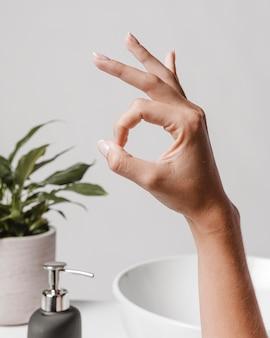 Schone handen en ok-symbool