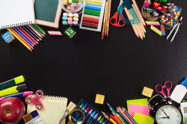 School- en kantoorbenodigdheden. bovenaanzicht