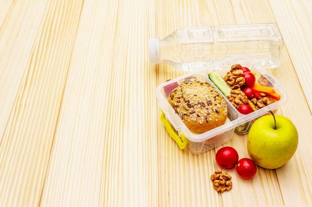 School lunchbox. terug naar school concept