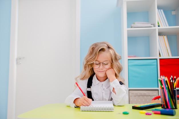 School meisje schrijven