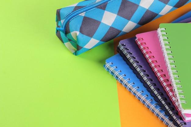 School notitieboekjes en een etui