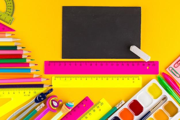 Schoolbenodigdheden met kopie ruimte