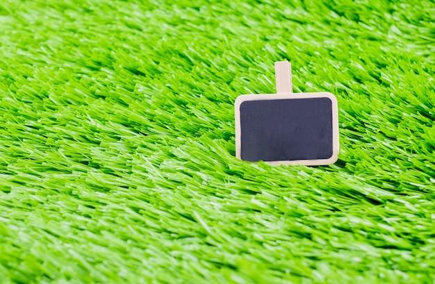 Schoolbord bericht clip op groen gras