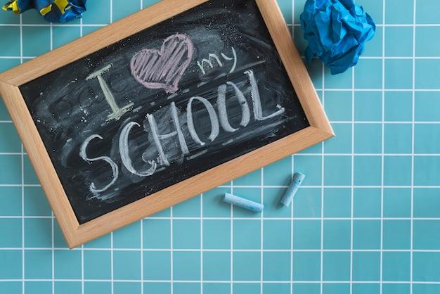 Schoolbord met opschrift ik hou van mijn school
