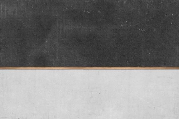 Schoolbord op grijze muurachtergrond