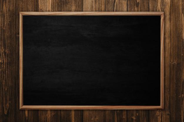 Schoolbord op houten oppervlak
