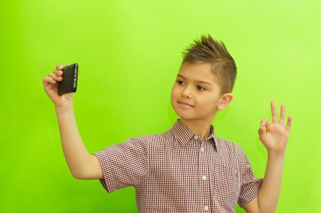 Schooljongen maken selfie