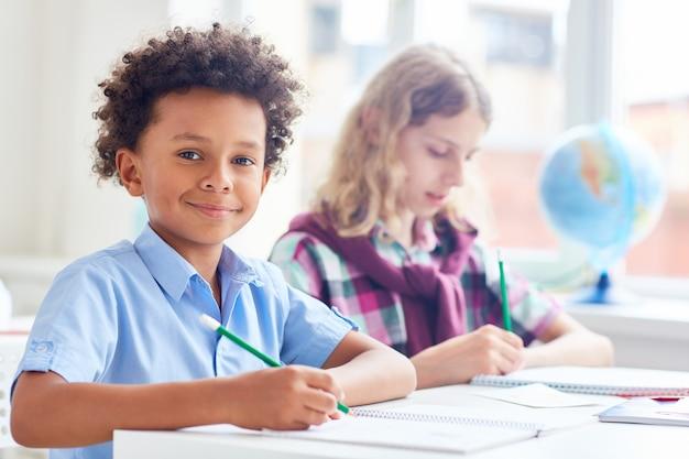 Schooljongens op les