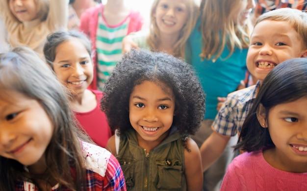 Schoolkinderen vrolijke variatie concept