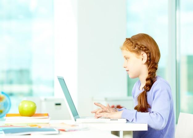 Schoolmeisje huiswerk