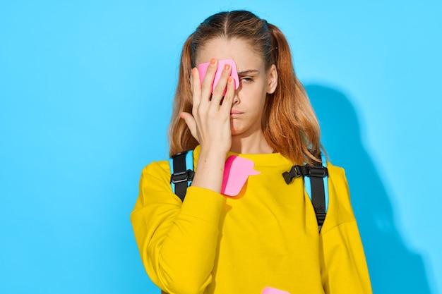Schoolmeisje met rugzakportret