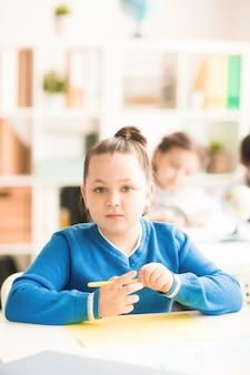 Schoolmeisje op les