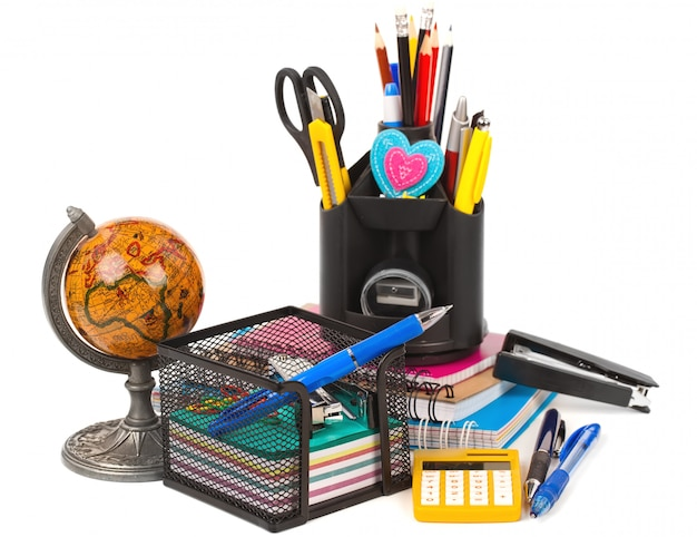 Schooluitrusting op tafel
