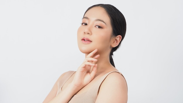 Schoonheid en huid concept jonge aziatische vrouw schoonheid gezicht make-up voor huidverzorging cosmetica for
