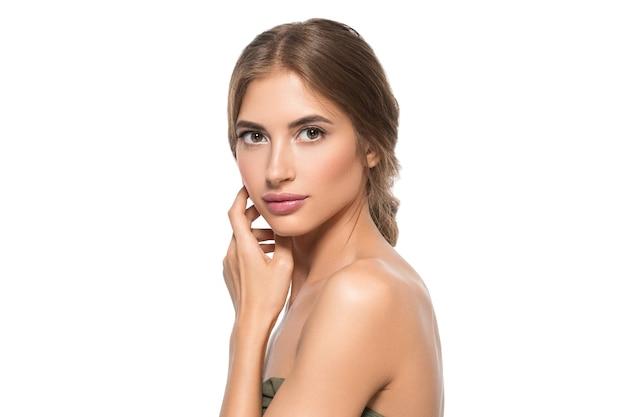 Schoonheid gezicht vrouw ogen close-up gezonde gezichtshuid. geïsoleerd op wit